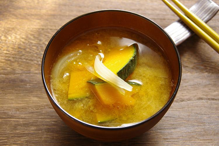 カボチャと玉ねぎの味噌汁